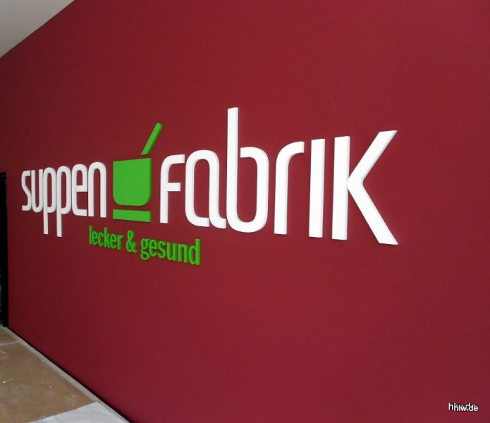 Buchstaben und Logo als Wandbeschriftung - Suppen Fabrik