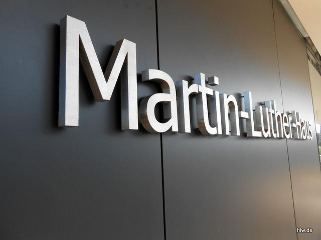 """Schriftzug """"Martin-Luther-Haus"""" aus Einzelbuchstaben"""