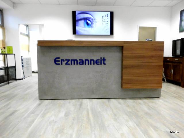 Einzelbuchstaben für eine Theke im Eingangsbereich - Erzmanneit Optik-Studio