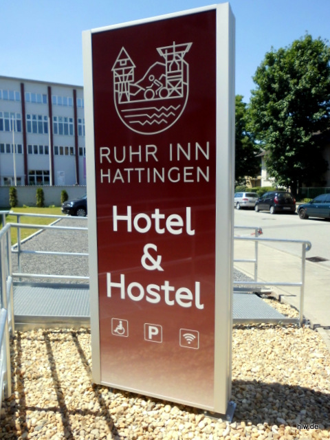Werbepylon mit LED-Ausleuchtung - Ruhr Inn Hotel & Hostel