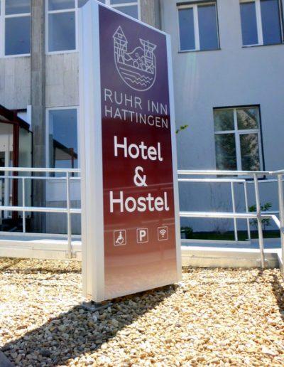 """Werbepylon """"Ruhr Inn"""" mit LED-Ausleuchtung"""