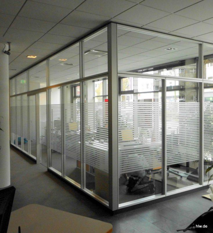 Glas-Beschriftung im Innenbereich als Sichtschutz