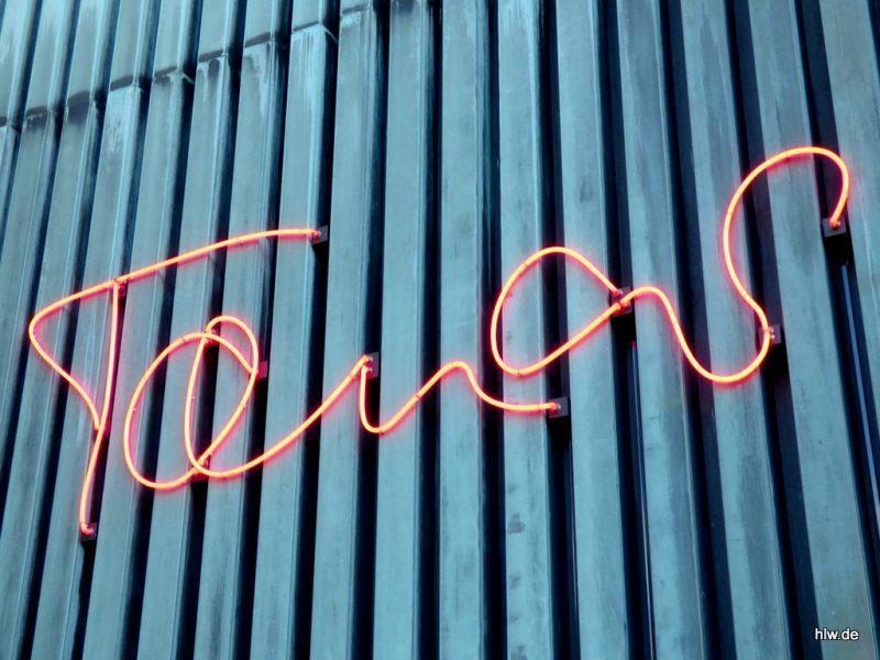 Neon-Buchstaben, Tanas, Bochum, Schauspielhaus, Königsallee, Tana Schanzara