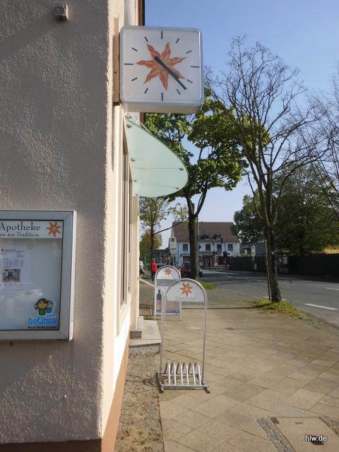 Beschriftung einer Apotheken-Uhr in Bochum, Apotheke