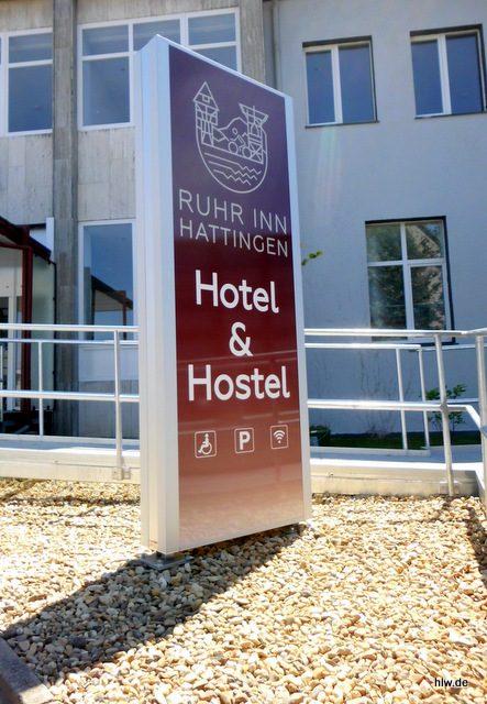 """Werbepylon """"Ruhr Inn"""" mit LED-Ausleuchtung, Hattingen, Außenwerbung beleuchtet, Hotel & Hostel, Lichtpylon, LED, Bochum, Ruhr Inn"""